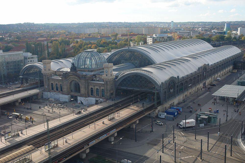 Der Hauptbahnhof in Dresden ist Ausgangspunkt Ihrer Städtereisen, wenn Sie mit der Bahn anreisen.
