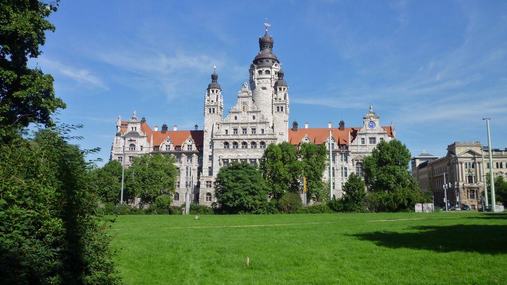 Das alte und wunderschöne Leipziger Rathaus sollten Sie während der Städtereise besuchen..